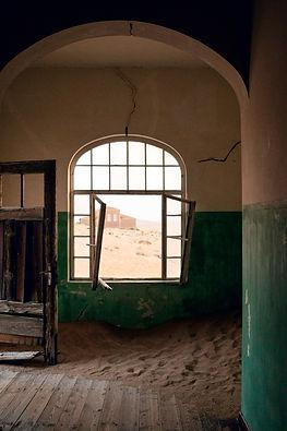 Finestra nel dormitorio 02 | Portali. Kolmanskop, Namibia 2019