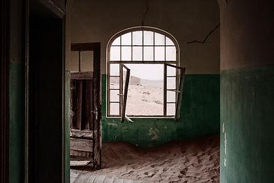 Finestra nel dormitorio 01 | Portali. Kolmanskop, Namibia 2019