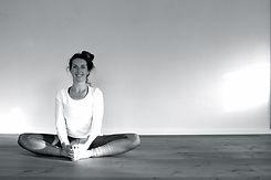 AOUM.yoga_Schmetterl.jpg