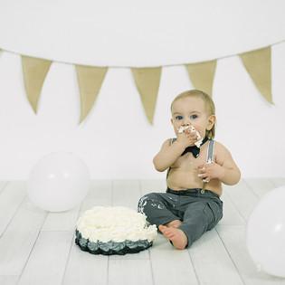 momentsbyjenny-cake smash.jpg