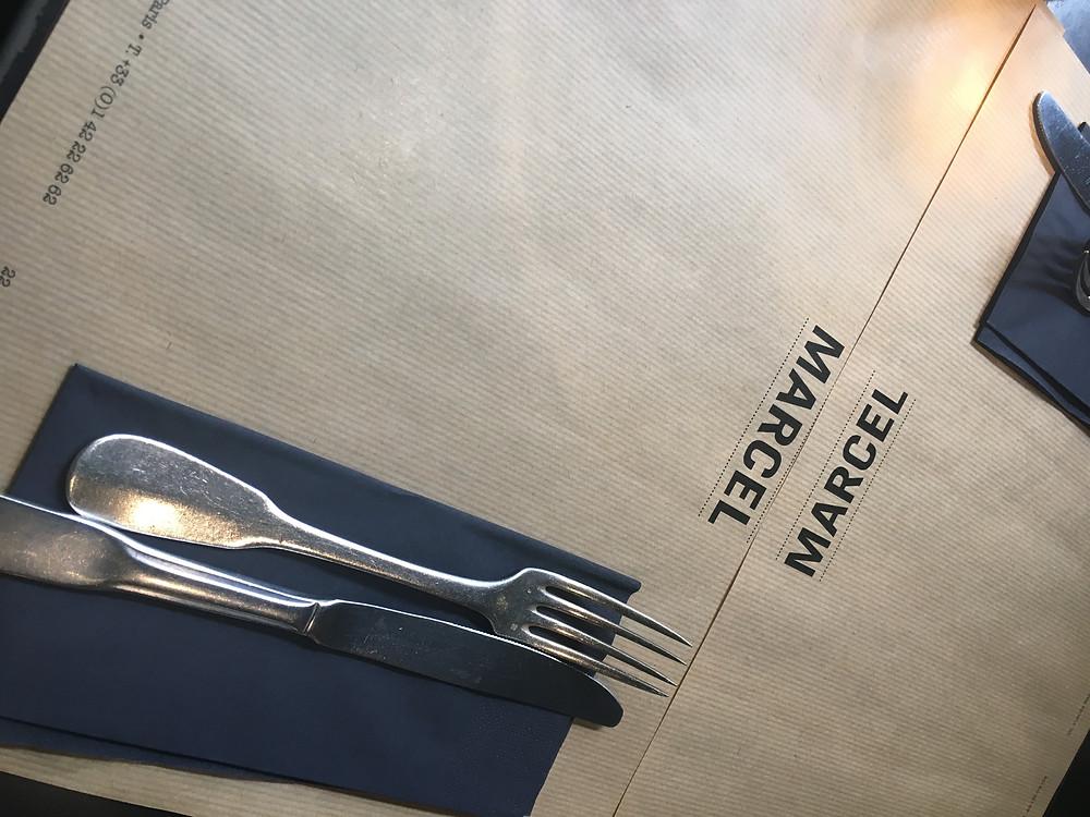 La table où je n'ai jamais trouvé mon assiette...