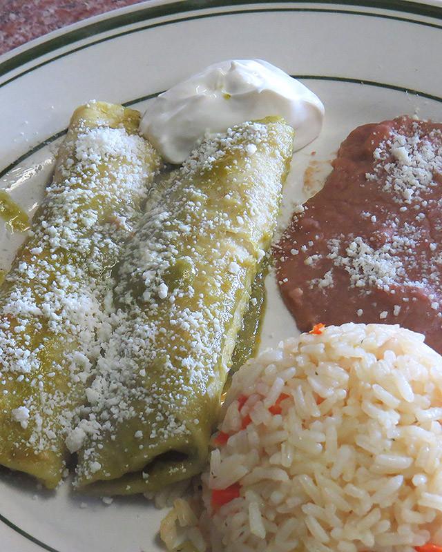 2 Enchiladas Verdes