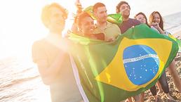 pessoas felizes bandeira do brasil