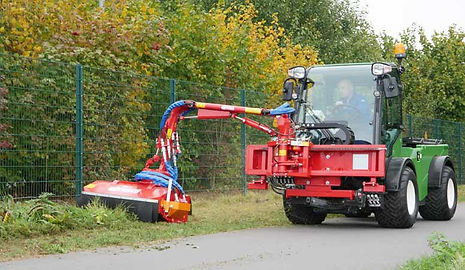 Dücker_flail_arm_boom_mower_on_Multihog.