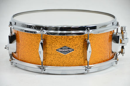 Diamond Drums Solid Shell in Gold Sparkle.jpg