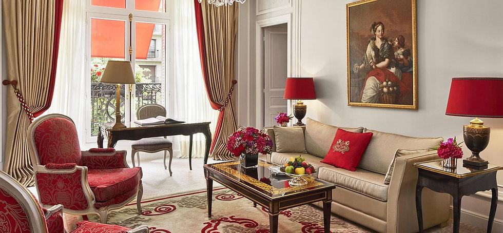 hotel-plaza-athenee-paris-deluxe-suite-m