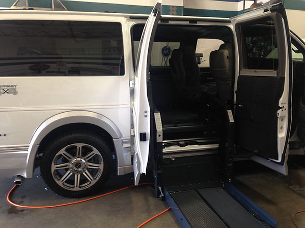handicap or disabled wheelchair lifter for van trucks or cars