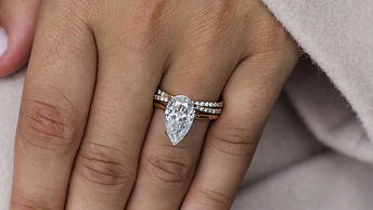 Pear-Shaped-Diamond-Engagement-Ring-Stac
