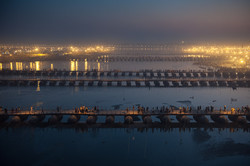 Temporary bridges across the Ganges