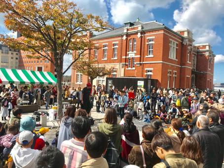 札幌市の花火大会でアッキーの大道芸パフォーマンス