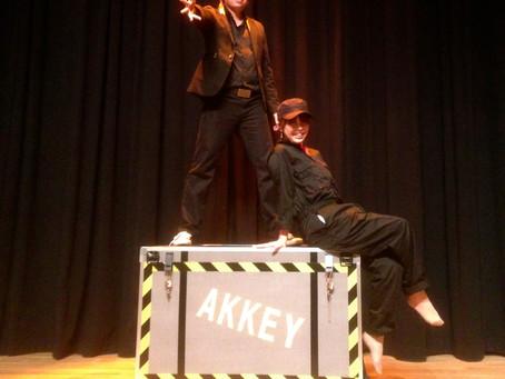企業の忘年会にアッキーのイリュージョンマジックショーのご依頼を頂きました。