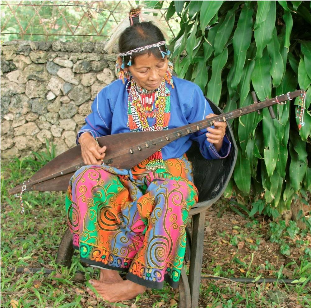 Elena Manioba, a resident of Kulaman, Senator Ninoy Aquino, Sultan Kudarat is playing the peglung of the Dulangan Manobo (2010).