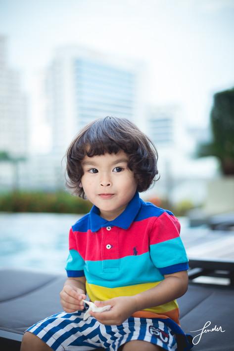 ถ่ายภาพครอบครัว | FenderFoto | เด็กลูกครึ่งหล่อ