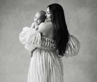 beautiful mother and child portrait, classic motherhood portrait, milestone session
