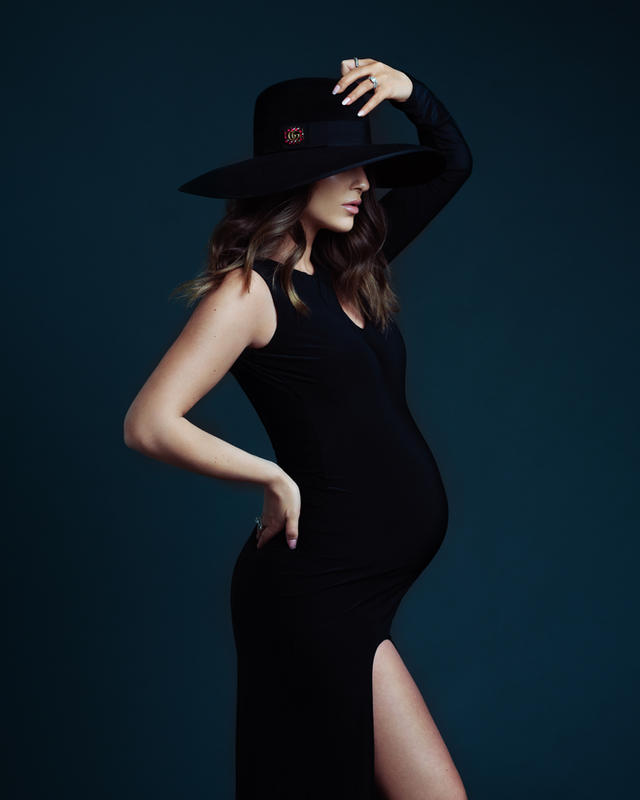 Maternity portrait with hat