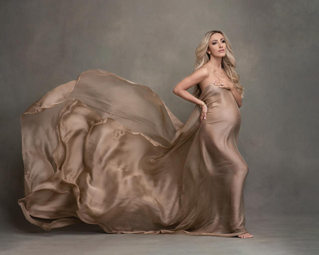 Maternity portrait with Silk, maternity portraits with flying fabric.