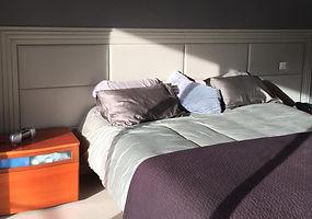 fabrication sur mesure tete de lit capitonné, mur matelassé, revetement de porte capitonné par nos tapissiers, marseille, livraison dans toute la france