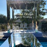 houppa miroir avec le sol en miroir sur toute l'allée d'honneur, luxury wedding domaine des calanques, marseille, jewish wedding, ceremonie, wedding arch, luxe