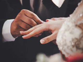 Как найти мужа и выйти замуж? Любовная магия, любовный приворот. Ясновидящая Анжелика Вишневская