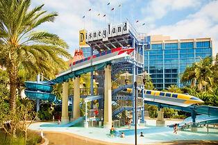 Disneyland_Hotel-Pool.jpg