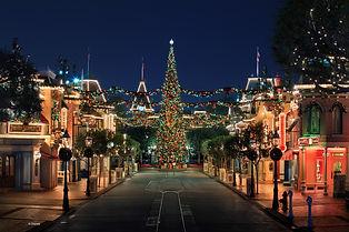 Diseyland-Main-Street-Holidays.jpeg