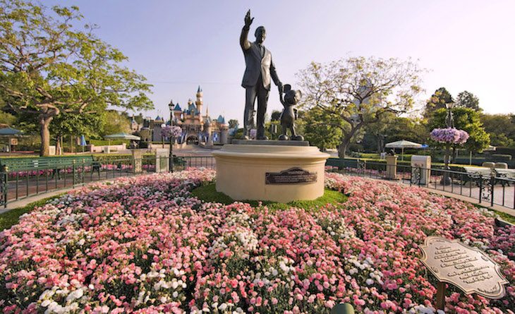 Iconic Walk and Mickey Statue