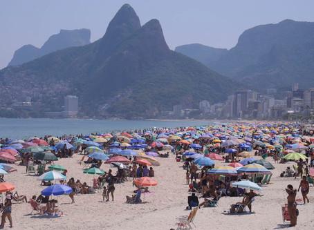 Carioca lota areia das praias e prefeitura só reboca