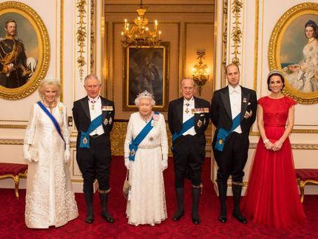 Rainha e príncipe da Inglaterra recebem vacina contra Covid