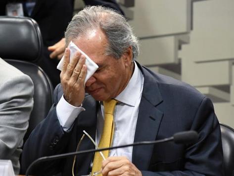 Após furar teto, Guedes agora quer aumento dos juros