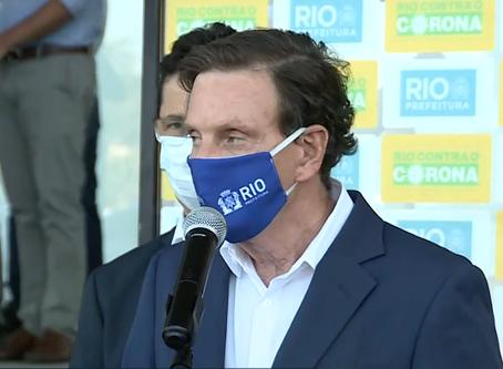 Covid volta a crescer no Rio e Crivella culpa população