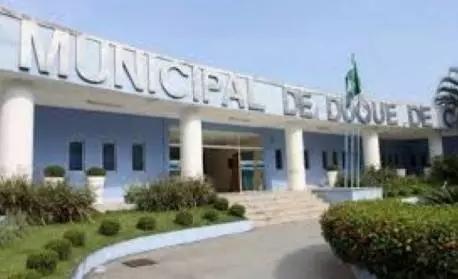 Justiça obriga prefeito de Caxias a adotar uso de máscara