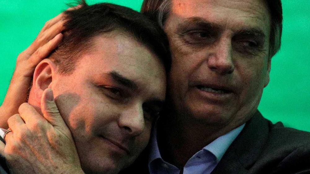 Rachadinha de Flávio: governo exonera auditor-fiscal