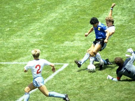 O dia em que Maradona driblou a Avenida Atlântica