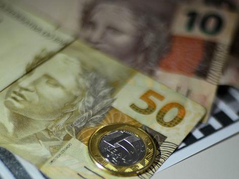 Declaração de Guedes sobre furar teto faz dólar disparar