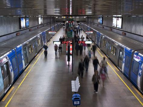 Rio: metrô e trem com horários especiais no feriado