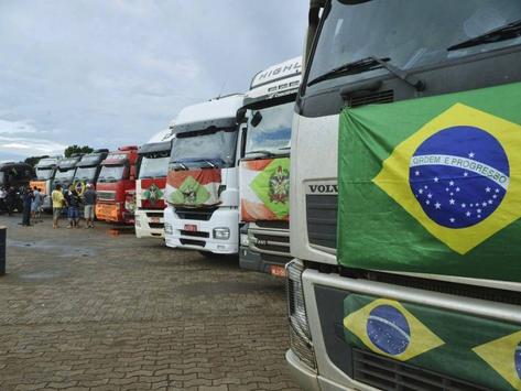 Caminhoneiros chamam auxílio de Bolsonaro de 'piada'
