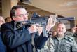 Weber dá 5 dias para Bolsonaro explicar facilitação a armas