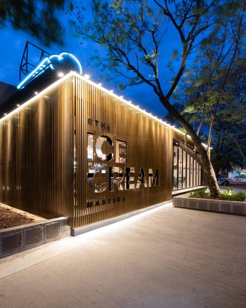 盧西亞諾Lucciano的冰淇淋旗艦夜晚招牌霓虹燈