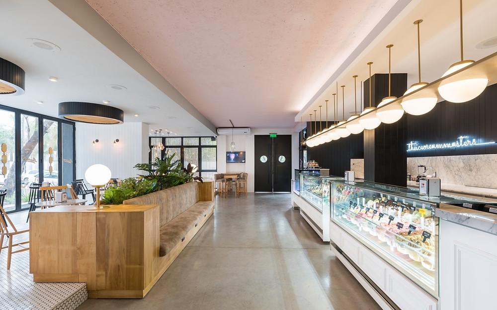 盧西亞諾Lucciano的冰淇淋旗艦店戶內櫃檯+臥鋪