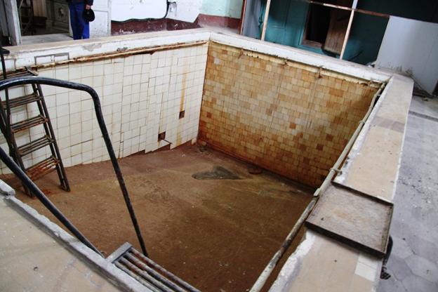 Нынешний  плачевный вид  бассейна  УТС, где  тысячи  будующих водолазов совершали свои первые шаги,  учились  действовать  по  специальным  сигналам,  ориентироваться  в  водной  стихии