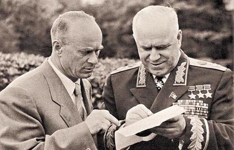 Почему первого шефа КГБ Ивана Серова лишили звания Героя Советского Союза