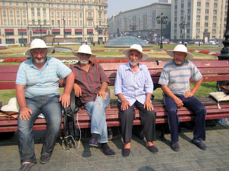 «Самые  внимательные  люди   в  Москве -  милиционеры  и  врачи».