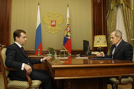 Российских  судей  понуждают  к  соблюдению  Конституции  РФ.