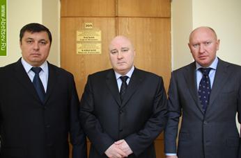 Прибудет  ли  в  суд  депутат Абельцев.