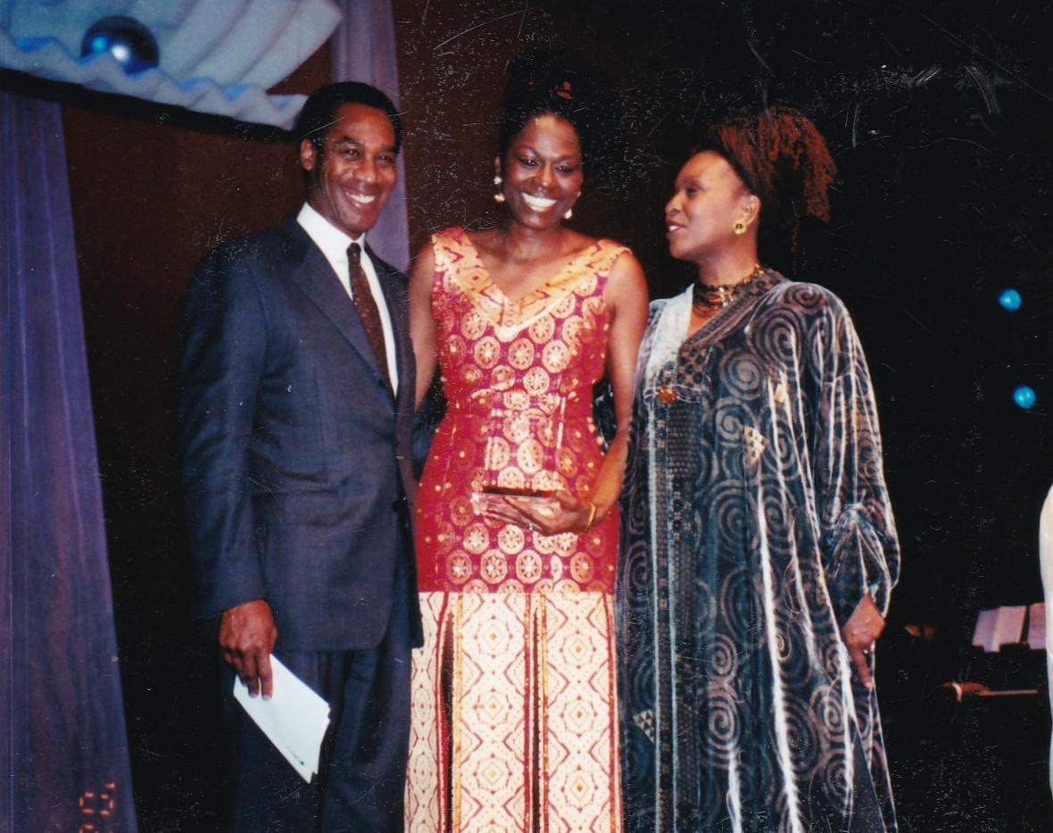 Mzuri receiving 2002  Viv Award.jpg