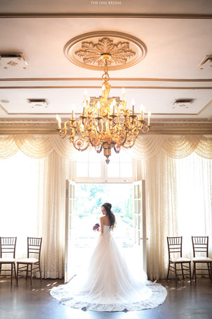 Bride at Graydon Hall Manor | Wedding Photo