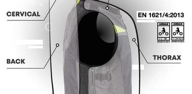 - 2 sistemi airbag (uno posteriore e uno anteriore): - Certificato EN1621/4:2013 Livello 2: schiena, cervicale, coccige e torace - Forza residua test d'impatto: 1,4kN airbag posteriore - 0,8kN airbag anteriore - Tempo di gonfiaggio 80 millisecondi - Volume totale 25 litri - Peso sistema airbag: 800 gr airbag posteriore - 600 gr airbag anteriore - Riutilizzabile