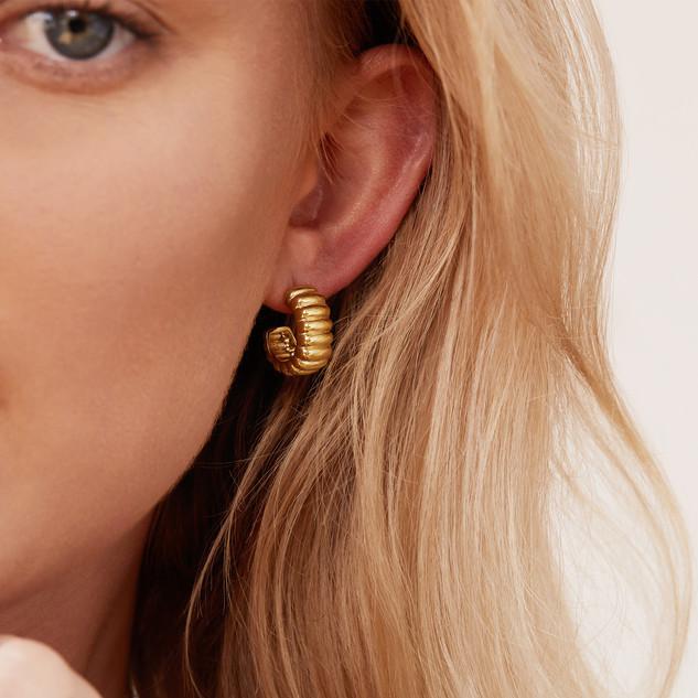 mejuri earring.jpg