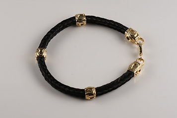 Twisted Tails Horsehair Jewelry Bracelet B13 Square Horseshoe