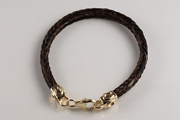 Twisted Tails Horsehair Jewelry Bracelet B12 Square Horseshoe